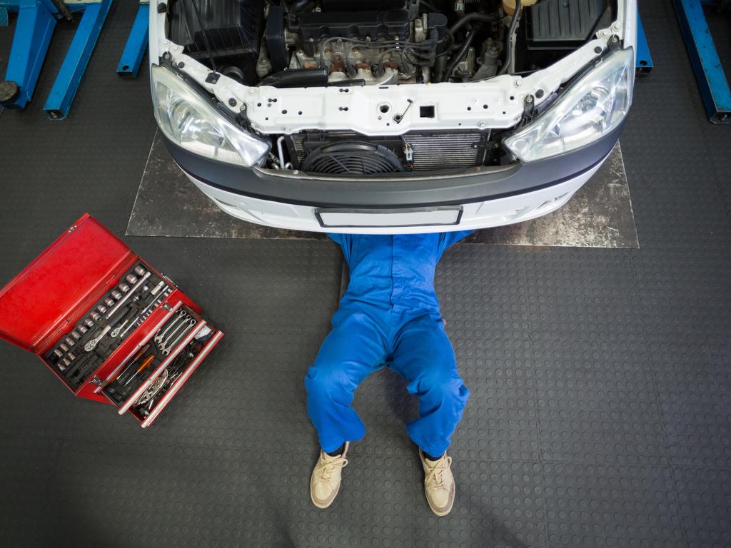 Требуется слесарь по ремонту автомобилей